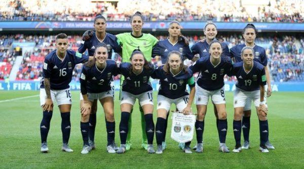 Argentina remontó un 3 a 0, igualó ante Escocia y sueña con la clasificación