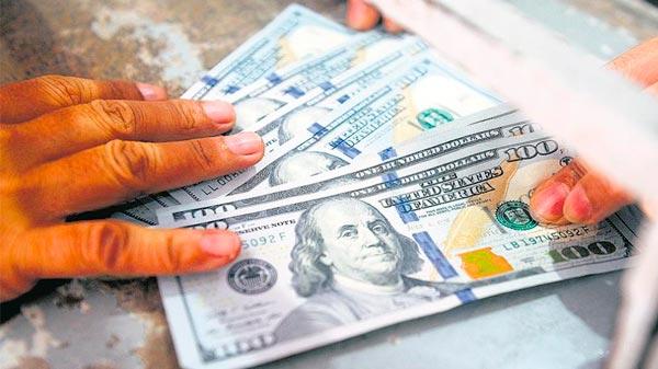 El dólar subió otros 50 centavos y crece la presión, a días de las elecciones